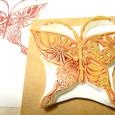 蝶-花模様の羽
